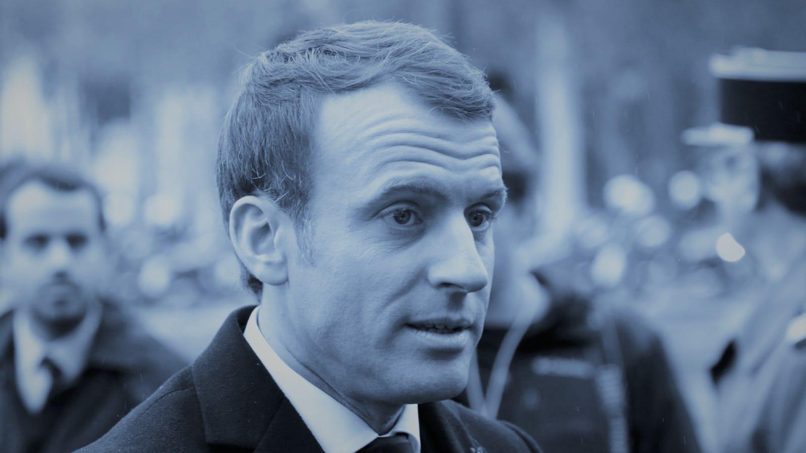 Quand Macron voit la vi(ll)e en bleu